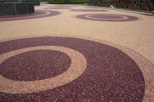 陶瓷彩砂颗粒材料做路面万博manbetx官网实用吗?