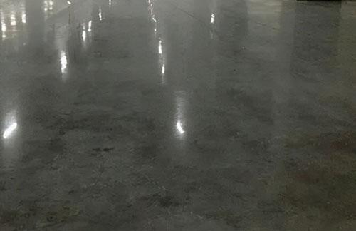 厦门固化剂地坪比普通地坪更防滑更安全吗?